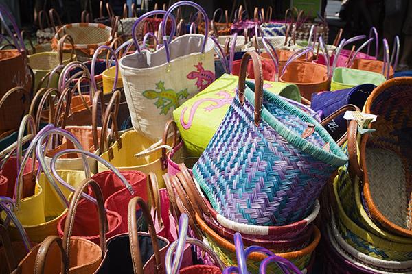 Les paniers colorés du marché de st paul - La réunion