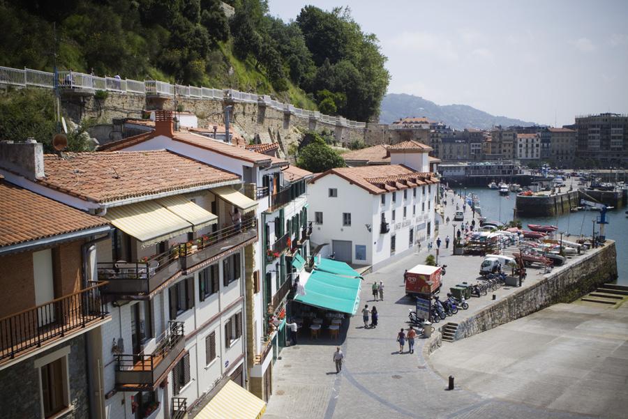 Arrivé au Port de san Sebastian en espagne et accès à la vieille ville