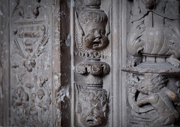 sculptures intérieures de la cathédrale de chartres
