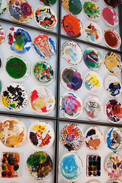 Assiettes représentant les couleurs utilisées pour chaque pays