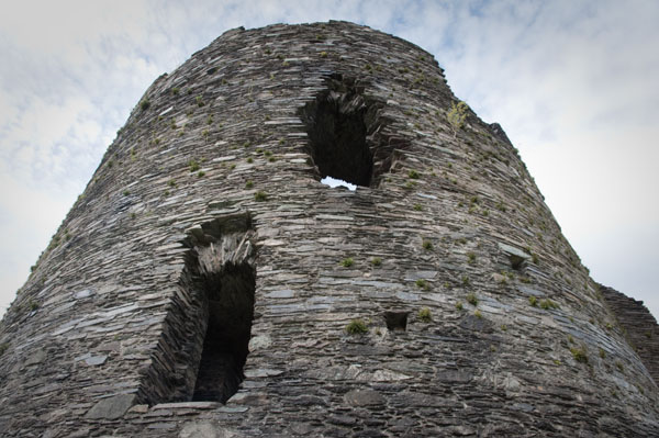 Tour du château en ruine de Dolbabarn