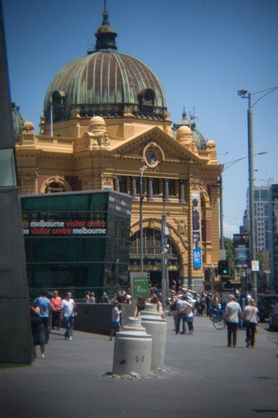 Melbourne Flinders Street Station vs installation de D*Face