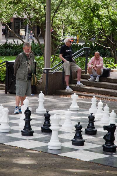 gigantesque jeu d'échec dans la rue à sydney