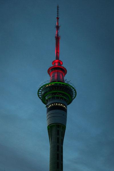 SkyCity Auckland en rouge et vert pour Noel 2011