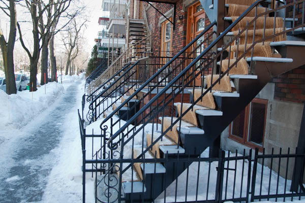 Une rue de Montréal au Canada en hiver