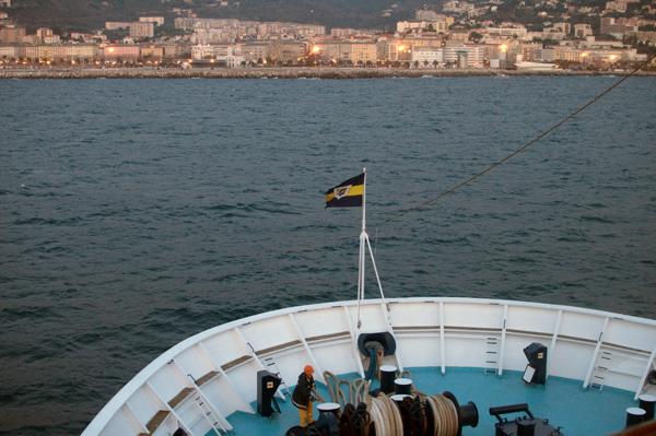 Arriver en Corse dans la cabine du commandant