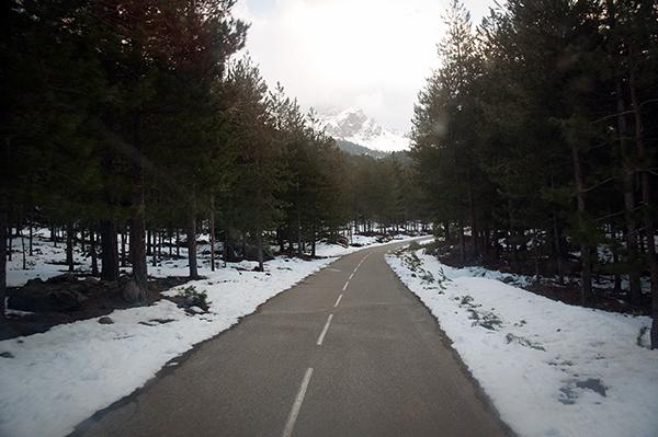 Sur la route de montagne corse