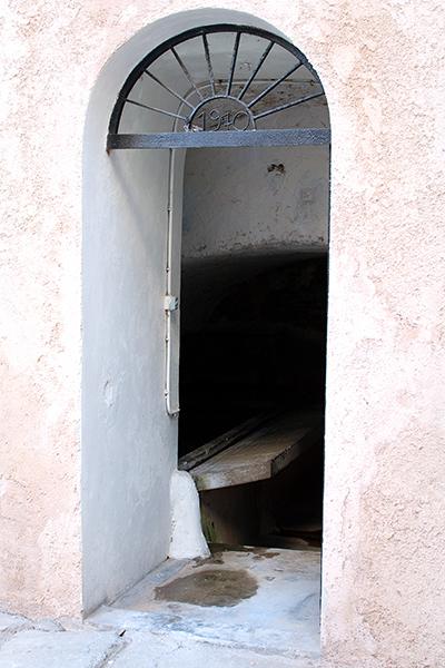 lavoir de la place du canon à ile rousse en corse