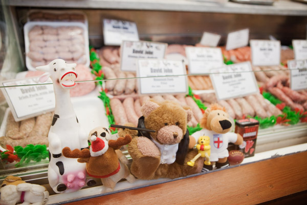Stand de viande et peluche Covered market