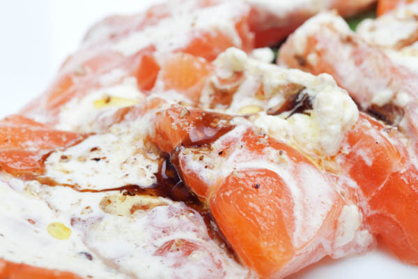 """Sashimi de saumon au """"vadouvan"""" où à l'huile de noisette"""