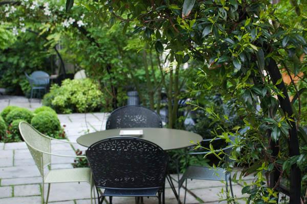Jardin zen de l'Hotel Regent's Garden à Paris