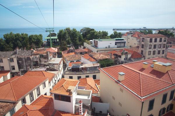 Survol de la vieille ville de Funchal en téléphérique