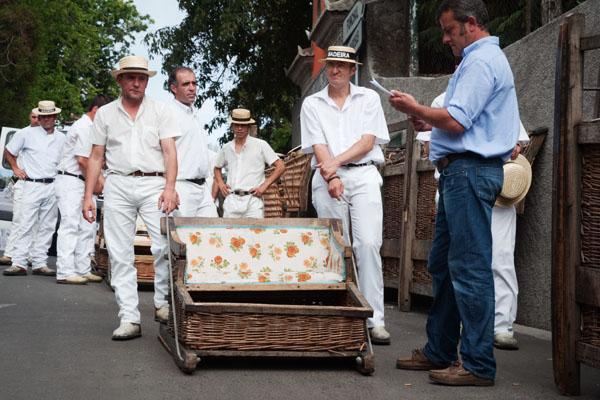 Panier Osier Funchal : Utilisez les carros de cesto ces paniers en osier typiques