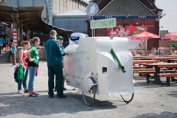 Couleur Café - Recyclage de bouteille d'eau en pomme