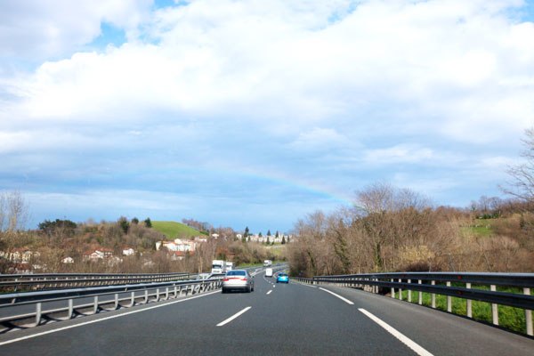 Arc en ciel en voiture
