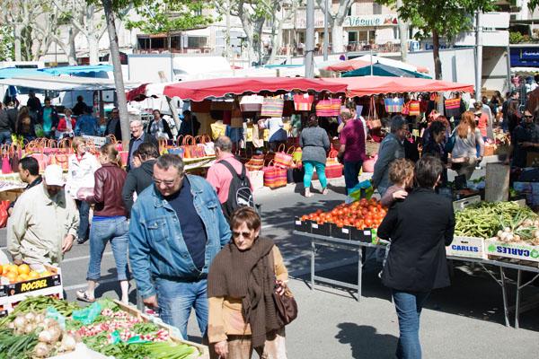 Le marché du dimanche matin en Arles