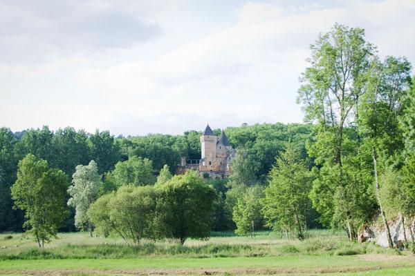 DSC 5002 Commarque, un château suspendu dans le temps