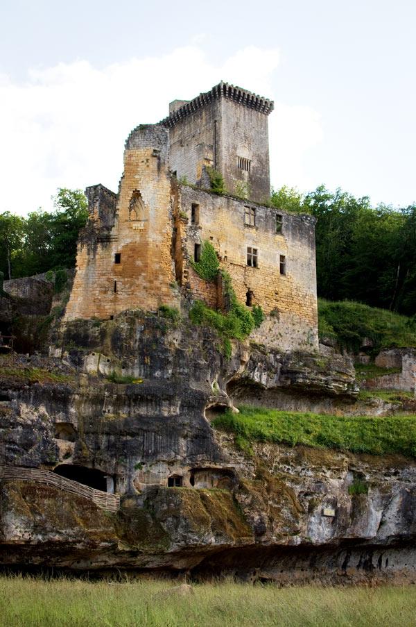 DSC 5007b Commarque, un château suspendu dans le temps