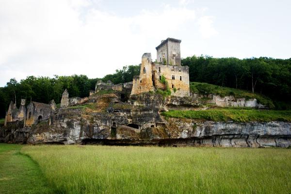 DSC 5011b Commarque, un château suspendu dans le temps
