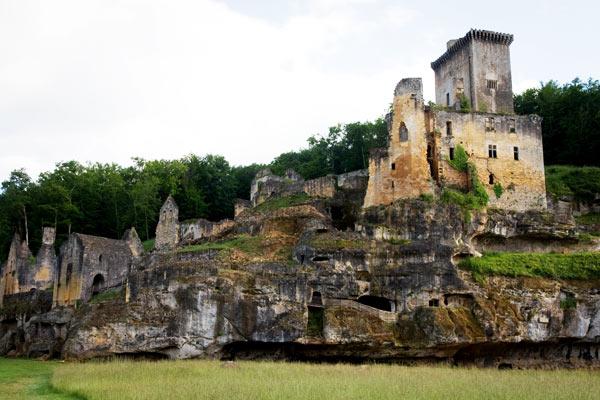 DSC 5016b Commarque, un château suspendu dans le temps