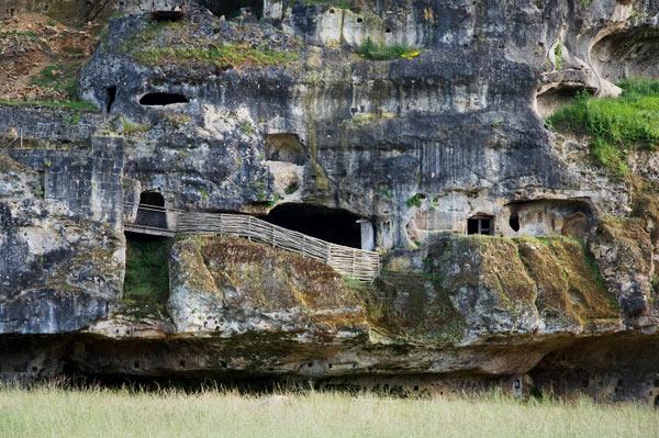 DSC 5018b Commarque, un château suspendu dans le temps