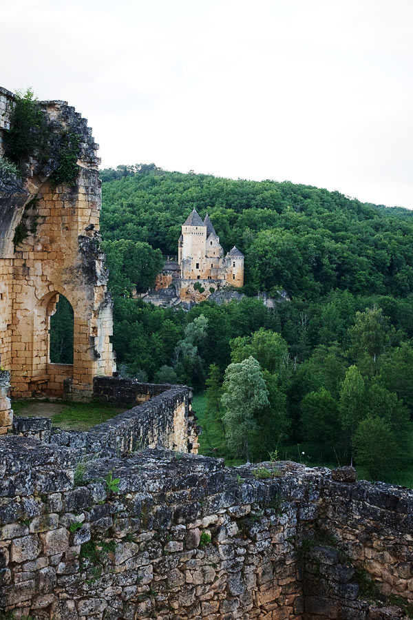 DSC 5063b Commarque, un château suspendu dans le temps