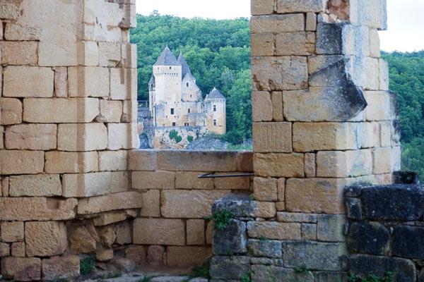DSC 5064b Commarque, un château suspendu dans le temps