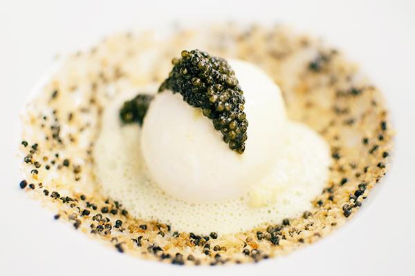 L'oeuf Caviar (ou Oeuf Petrossian), oeuf de poule, fleurette au céleri et caviar Alverta