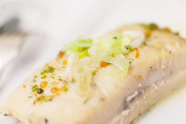 L'Esturgeon Osciètre en cuisson douce, oignons confits, caviar Alverta