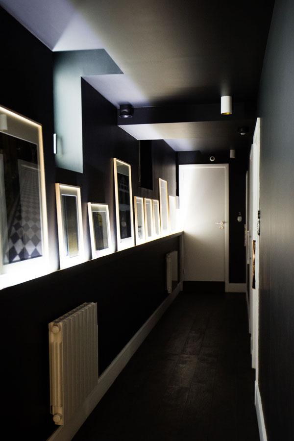 Hotel 1er Etage - Le couloir menant aux chambres