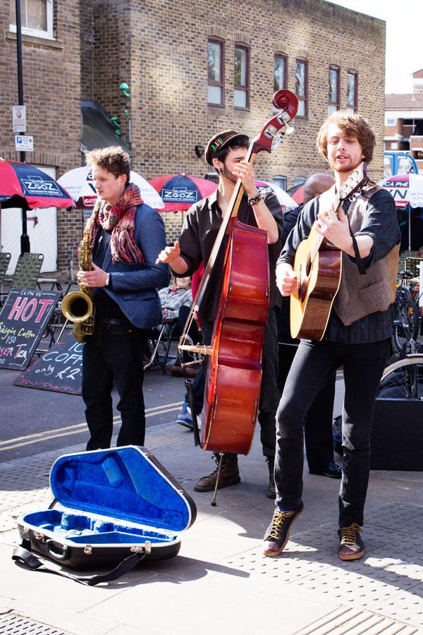 Musique jazzy sur Broadway Market à Londres
