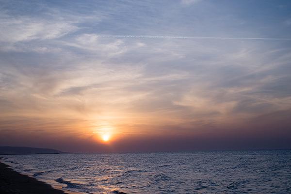 Le coucher du soleil sur la plage de Rodi Garganico