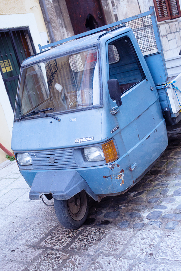 Célèbre Piaggio italien - véhicule à 3 roues