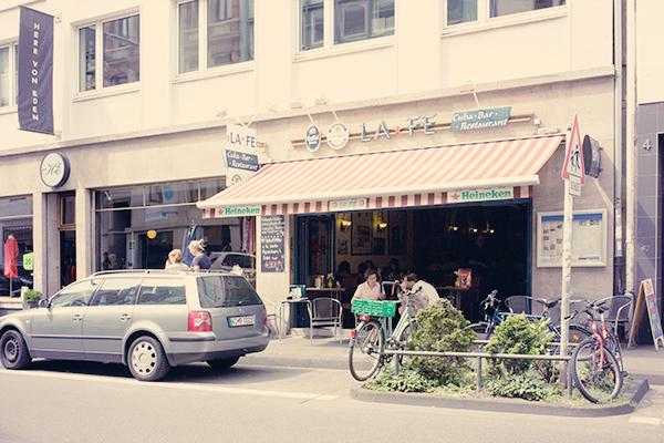Café dans le quartier belge de Cologne