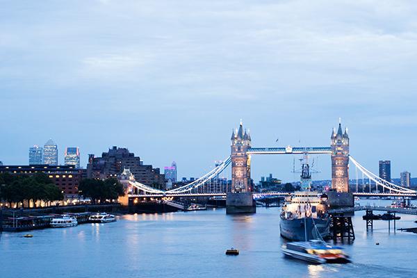 Tombée de nuit sur London Bridge