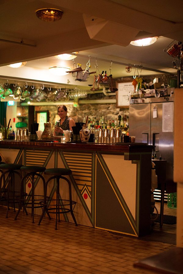 Bar Le Mal Nécessaire Montréal