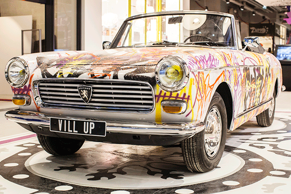 Peugeot 404 graffée par Colorz à Vill'Up
