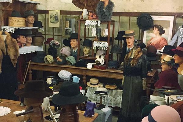 Musée des commerces d'autrefois à Rochefort - La Chapellerie