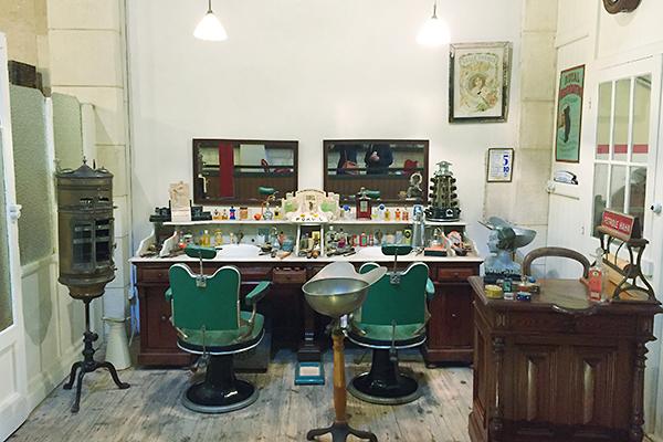 Musée des commerces d'autrefois à Rochefort - Coiffeur