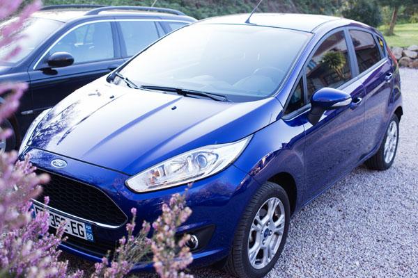 Ford Fiesta bleu